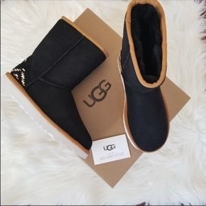 🎈VERY FEW LEFT🎈UGG NWT 1 size 6 3 size 7 one 9